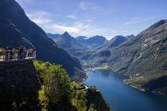 Точка зрения дороги и ornesvingen горы trollstigen Geiranger в южной Норвегии Стоковые Изображения RF
