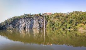 Точка зрения и водопад на Tangua паркуют - Curitiba, Бразилию стоковое фото rf