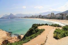 Точка зрения на пляже Ipanema, Рио-де-Жанейро Бразилии стоковое фото rf