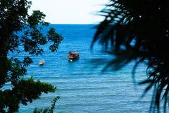 Точка зрения от верхней части горы для видит пляж, море и natur стоковое изображение