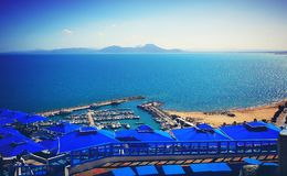 Точка зрения порта солнца моря Туниса небесно-голубая стоковые изображения