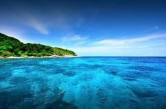 Точка зрения природы ландшафта Таиланда голубого неба пляжа солнца песка моря Стоковое Изображение RF