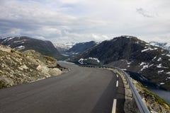 Точка зрения Dalsnibba и озеро Djupvatnet в Норвегии Стоковое Изображение RF