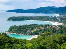 Точка зрения Karon: Пляж Kata Noi, пляж Kata и пляж Karon, Пхукет, Таиланд стоковые изображения
