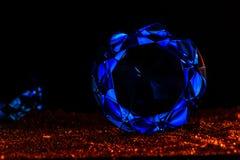 Точный роскошный голубой диамант океана Украшение ювелирных изделий на темном b Стоковое Изображение