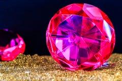 Точный роскошный розовый диамант Украшение ювелирных изделий на темном backgro Стоковое фото RF