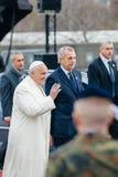 Толпа благословением Папы Фрэнсиса стоковая фотография rf