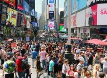 Толпа лета в Таймс площадь стоковая фотография rf