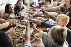 Толпа завтрак-обеда отборная обедая варианты еды есть концепцию Стоковое Фото