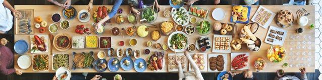 Толпа завтрак-обеда отборная обедая варианты еды есть концепцию Стоковая Фотография