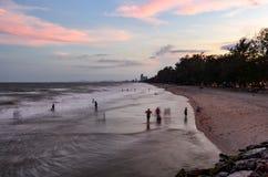 Толпа на пляже Стоковые Фотографии RF