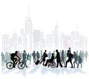 Толпа людей в горизонте города Стоковые Изображения RF
