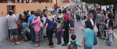 Толпить очередь времени входа школы Стоковые Фото