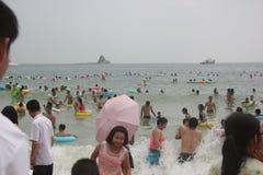 Толпить парка портового района Dameisha В Шэньчжэне, КИТАЕ, АЗИИ Стоковое Изображение RF