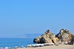 Толпить песчаный пляж стоковое изображение