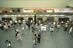 Толпить станция метро, город Рио-де-Жанейро стоковые изображения
