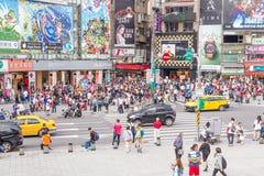 Толпы в районе Ximending, Тайбэе Стоковые Изображения RF