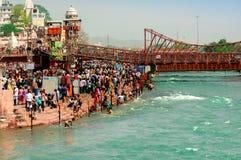 Толпы на банке ganga в Haridwar Стоковая Фотография