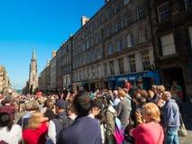 Толпы на королевской миле Стоковое Фото