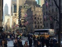 Толпы на Пятом авеню, Нью-Йорке Стоковые Изображения RF