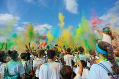 Толпы неопознанных людей на беге цвета Стоковые Изображения RF