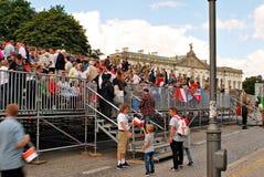 Толпы флаги волны восторженно Стоковые Изображения