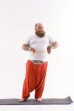 Толстый парень принимая измерение его брюшка стоковые фотографии rf