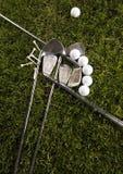трава гольфа водителя шарика стоковая фотография
