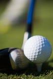 трава гольфа клуба шарика Стоковое Фото