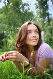 трава девушки стоковое фото