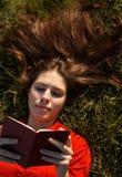 трава девушок Стоковое Изображение RF