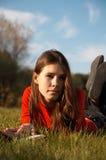 трава девушок Стоковые Фотографии RF