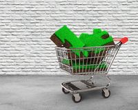 Трава и почва головоломки соединяют в магазинной тележкае Стоковое Фото
