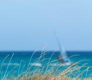 Трава и прибой Стоковая Фотография