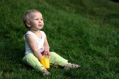 трава мальчика немногая Стоковая Фотография RF
