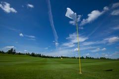 Трава неба флага гольфа Стоковая Фотография RF