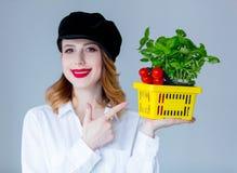 Травы женщины базилика и красные томаты в условный расчетный набор представительных потребительских товаров Стоковая Фотография RF