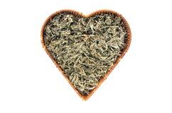 Травы сухой полыни Absinth медицинские в сердце формируют изолированную корзину Стоковое фото RF