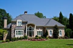 травянистая штукатурка камня дома зеленого холма Стоковое Изображение RF
