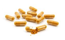 Травяное лекарство нетрадиционная медицина в капсуле Стоковые Изображения RF