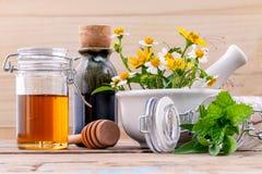 Травяное, мед и полевой цветок альтернативного здравоохранения свежее с Стоковое Фото
