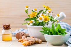 Травяное, мед и полевой цветок альтернативного здравоохранения свежее с Стоковое Изображение