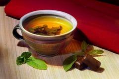 Травяной чай в керамической чашке Стоковое фото RF