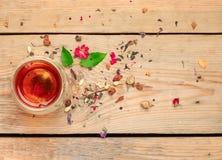 Травяной чай в стекле стоковые изображения