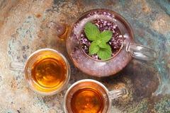 Травяной чай с мятой и душицей Стоковое Изображение