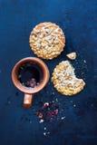 Травяной чай с печеньями Стоковые Фото