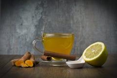 травяной чай с турмерином стоковые фотографии rf