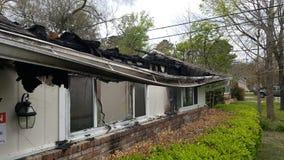 Трагичный ночной огонь дома Стоковые Изображения RF