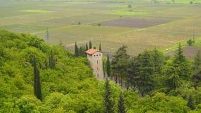 Традиционная башня в Грузии Долина Alazani в Грузии сток-видео