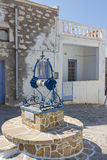 Традиционная вода наилучшим образом в острове Kimolos, Греции Стоковые Изображения RF